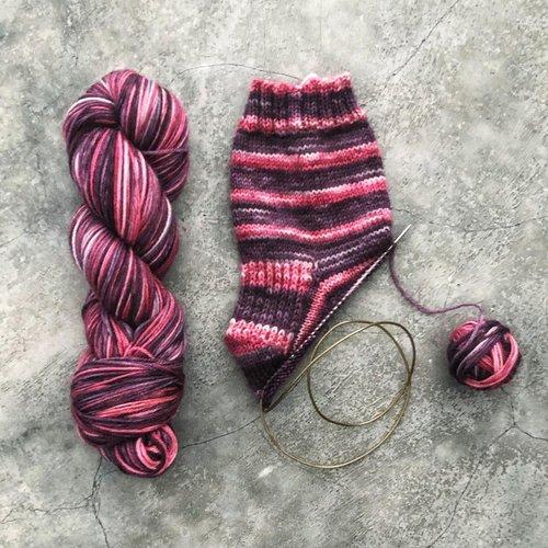Dye Self-Stripping Yarn