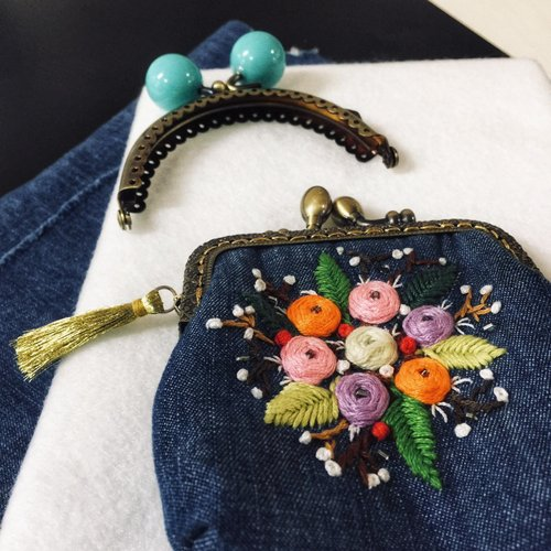 From Threads to Purse